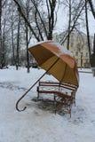 Il banco è fatto sotto forma di ombrello Immagine Stock