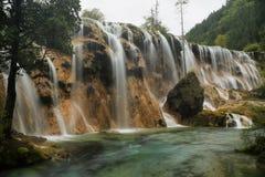 Il banco della perla cade in Jiuzhaigou, Cina, Asia Fotografia Stock