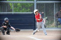 Il baseball della piccola lega di Napa ed il ragazzo è guidato Immagini Stock Libere da Diritti