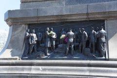 Il bassorilievo sul monumento ad ammiraglio Nakhimov Immagine Stock