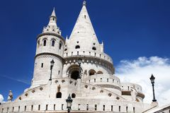 Il bastione del ` s del pescatore è terrazzo nello stile neogotico e neo-romanico situato sulla banca di Buda del Danubio, sul hi Immagine Stock