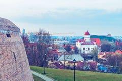 Il bastione dell'artiglieria nel vecchio centro urbano di Vilnius ha tonificato fotografie stock libere da diritti