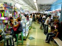Il bazar compera nel centro commerciale dei greenhills fotografia stock libera da diritti