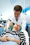 Il Beautician fa la procedura Immagini Stock