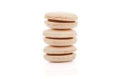 Il beige delizioso tre ha colorato i maccheroni isolati Fotografie Stock Libere da Diritti