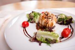 Il bello alimento saporito sta seducendo in ristorante Fotografia Stock