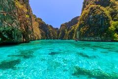 Il bello Ao il pi Leh sta immergendosi la laguna famosa di giro del punto in Phi Phi Islands Krabi Thailand immagini stock libere da diritti