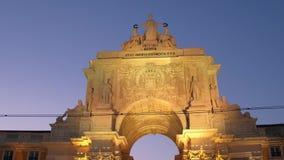 Il bello arco della via di Augusta nella sera ha chiamato Arco da Rua Augusta stock footage