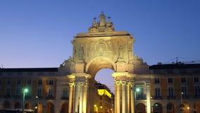 Il bello arco della via di Augusta nella sera ha chiamato Arco da Rua Augusta archivi video