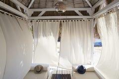 Il bello bungalow con le pareti ha reso di tessuto nei colori pastelli Fotografia Stock