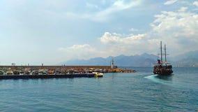 Il bello crogiolo blu di acqua di visualizzazione di vacanza di viaggio di turismo dell'estate del cielo del mare della natura di fotografie stock libere da diritti