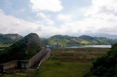 Il bello e lago blu di dell'Angitola vicino a pizzo calabrese w Fotografia Stock