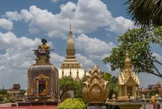 Il bello e Pha famoso che stupa di Luang a Vientiane, Laos fotografia stock libera da diritti