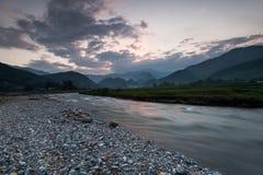 Il bello fiume del paesaggio con le risaie su a terrazze della MU può Fotografia Stock Libera da Diritti