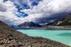 Il bello lago del ghiacciaio e del turchese di Tasman con le alte montagne circostanti del supporto cucina National Park, nuovo Z Immagini Stock Libere da Diritti