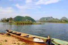Il bello lakeview nella contea di puzhehei, il Yunnan, porcellana Fotografia Stock Libera da Diritti