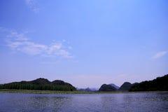 Il bello lakeview nella contea di puzhehei, il Yunnan, porcellana Immagine Stock