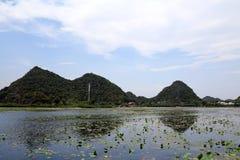 Il bello lakeview nella contea di puzhehei, il Yunnan, porcellana Immagini Stock