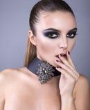 Il bello modello con gli occhi affumicati compone Fotografia Stock Libera da Diritti