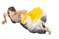 Il bello modello di moda si siede sul pavimento Fotografia Stock Libera da Diritti