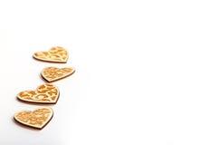 Il bello Natale o i biglietti di S. Valentino di nozze si accende con le perle ed i cuori di legno rustici d'annata Fotografia Stock