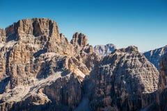 Il bello paesaggio del paesaggio di italien le dolomia, il lagazuoi di rifugio, il dÂ'ampezzo della cortina, falzarego di passo Immagini Stock
