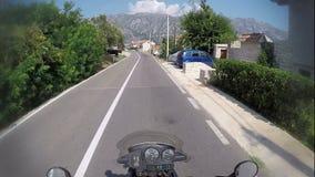 Il bello paesaggio della baia di kotorska di boka nel Montenegro, punto di vista ha sparato sulla macchina fotografica di azione, video d archivio