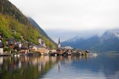 Il bello paesaggio della natura e città di Hallstatt, Austria Fotografia Stock