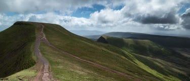 Il bello paesaggio di Brecon guida il parco nazionale con la s lunatica Fotografia Stock