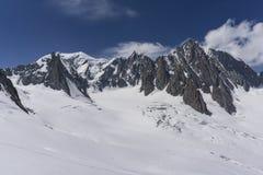 Il bello paesaggio maestoso del massiccio di Mont Blanc alpi Immagini Stock Libere da Diritti