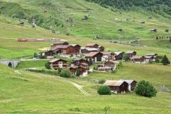 Il bello paesaggio rurale con il villaggio Fotografie Stock Libere da Diritti