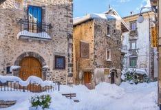 Il bello Scanno ha coperto in neve durante la stagione invernale L'Abruzzo, Italia centrale fotografia stock