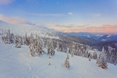 il bello tramonto nelle colline pedemontana soleggiate delle alpi colpisce Immagini Stock Libere da Diritti