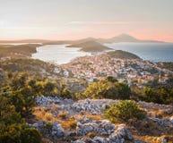 Il bello tramonto sopra la città ha chiamato Mali Losinj Immagine Stock