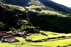 Il bello villaggio del Tibet della Cina Fotografie Stock Libere da Diritti