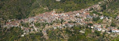 Il bello villaggio di Apricale, vicino a Sanremo, la Liguria, Italia fotografia stock