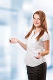 Il benvenuto ha offerto da una giovane donna di affari Fotografie Stock Libere da Diritti