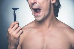 Il a besoin d'un nouveau rasoir Image libre de droits