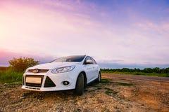Il bianco dell'automobile sportiva in natura Fotografia Stock Libera da Diritti