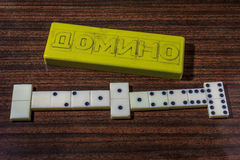 Il bianco disossa il gioco di domino Fotografie Stock