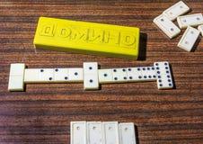 Il bianco disossa il gioco di domino Fotografie Stock Libere da Diritti