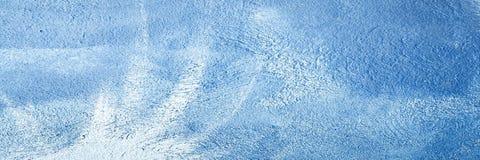 Il bianco lavato ha dipinto il fondo astratto strutturato con i colpi della spazzola in tonalità grige e nere Ambiti di provenien immagine stock libera da diritti
