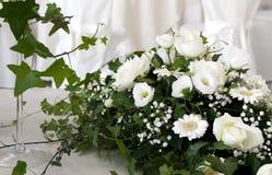 Il bianco Wedding è aumentato Fotografie Stock