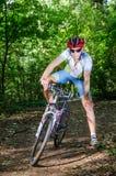Il Bicyclist sorride largamente Fotografia Stock