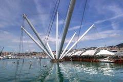 Il Bigo in porto di Genova, Italia immagini stock