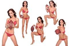 Il bikini mette in mostra il gioco del calcio di serie fotografie stock