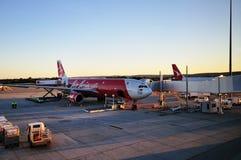 Il bilancio preventivo dei costi basso dell'Asia dell'aereo di AirAsia fotografia stock libera da diritti