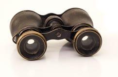 Il binocolo misero antico di colore marrone con metallo giallo Immagine Stock