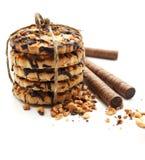 Il biscotto del cioccolato zuccherato lega in su e la cialda rotola Fotografia Stock Libera da Diritti