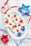 Il biscotto di Natale ha modellato Santa Claus, biscotti del pan di zenzero con la f Fotografia Stock